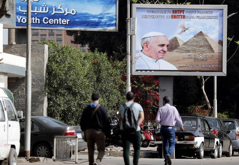 Áp phích về chuyến viếng thăm của đức giáo hoàng Phanxicô. Ảnh chụp tại Cairo ngày 28/04/2017.