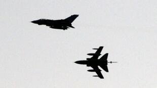 Caças britânicos da coalizão ocidental sobrevoam o Chipre em direção à Síria