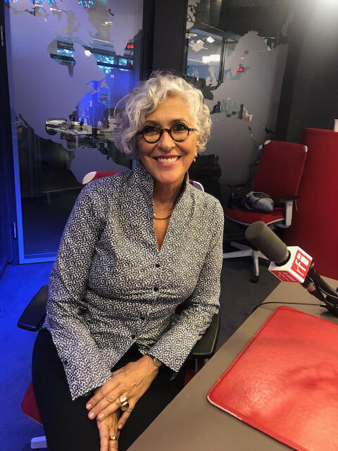 A cantora e artista visual, Lica Cecato nos estúdios da RFI.