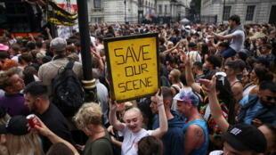 2021-06-27T171442Z_223042921_RC259O9GFW4K_RTRMADP_3_HEALTH-CORONAVIRUS-BRITAIN-PROTESTS