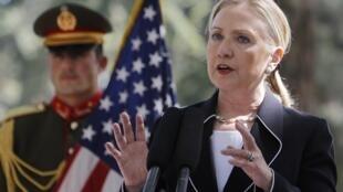 La Secretaria de Estado, Hillary Clinton, durante su visita sorpresa a Kabul.