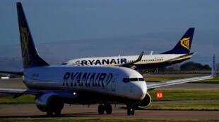 """A companhia aérea """"low cost"""" irlandesa Ryanair anunciou nesta quarta-feira o cancelamento de 600 voos na Europa em 25 e 26 de julho, devido a uma greve dos tripulantes prevista na Espanha, em Portugal e na Bélgica."""