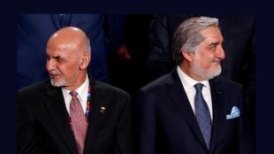 Ashraf Ghani (g.) et Abdullah Abdullah (d.), lors d'un sommet de l'Otan à Varsovie, en Pologne, le 8 juillet 2016.