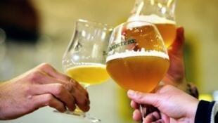 L'abus d'alcool est dangereux pour la santé.
