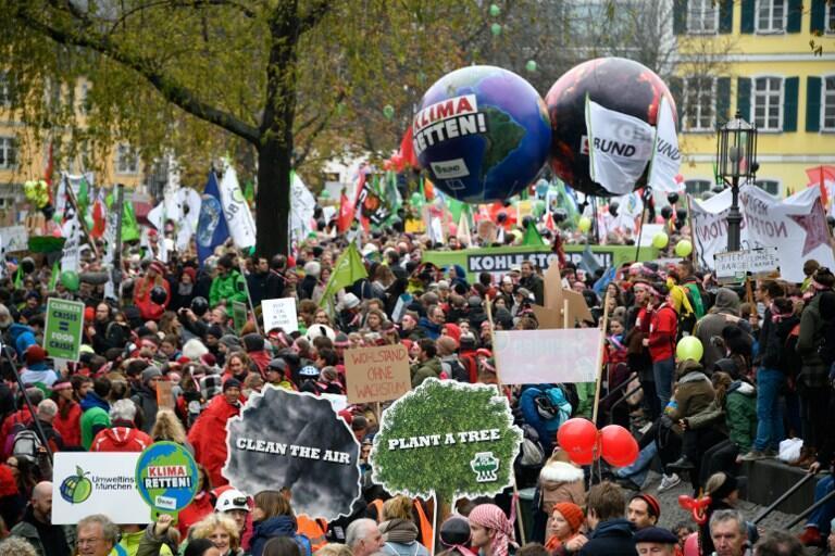 氣候峰會召開前夕非政府組織在德國波恩舉行的呼籲遏制氣候變化的示威活動,2017年11月4日。