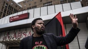 Andile Mngxitama et son mouvement Black First Land First ont été sommés par la justice sud-africaine d'arreter d'intimider les journalistes.
