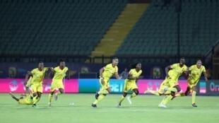Les béninois, fous de joie, célèbre leur qualification après la transformation du dernier tir au but victorieux face au Maroc.