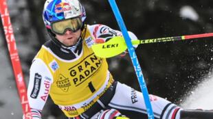 Le Français Alexis Pinturault, lors de la 1ère manche du slalom de Coupe du monde, le 21 décembre 2020 à Alta Badia (Italie)
