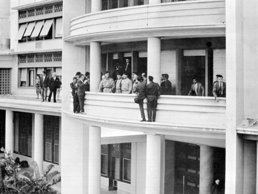 Les généraux Jouhaud, Salan, Challe et Zeller au balcon de la délégation générale à Alger, le 24 avril 1961.