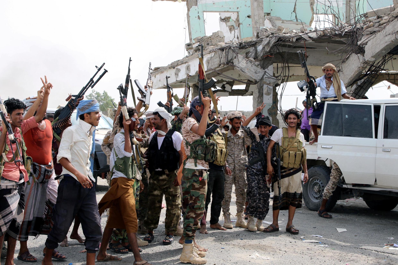 Các chiến binh ly khai sau một trận đánh chống quân đội chính phủ, tại  Aden, Yemen, ngày 29/08/2019.