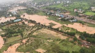 Foto de la marina india que muestra las áreas inundadas por las lluvias monzónicas en el suburbio de Raigad, en Maharashtra, el 23 de julio de 2021