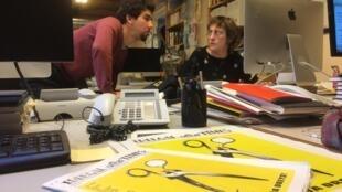 L'équipe du journal satirique Il-legal Times, lancé cette semaine.