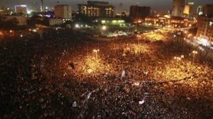 Au Caire, la place Tahrir a de nouveau été envahie de manifestants après l'annonce du verdict du procès de l'ancien président Hosni Moubarak, ce samedi 2 juin 2012.