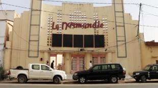 Façade du cinéma Le Normandie, à Ndjamena.