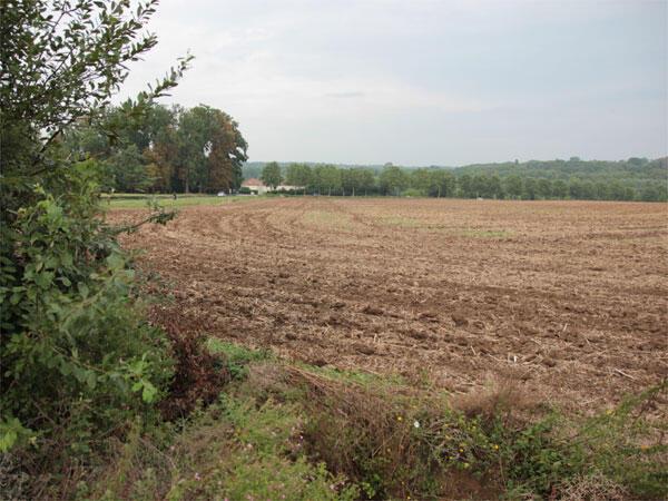 法國的農業耕地受到國家農耕計畫的保護,不能輕易轉讓給房地產開發或其他商業用途。