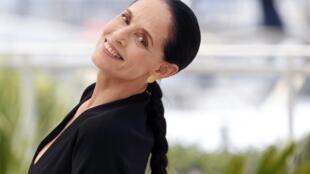 """A atriz Sônia Braga, antes da exibição de """"Aquarius"""", no Festival de Cannes, nesta terça-feira (17)."""