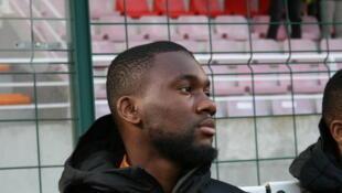 Jean-Eudes Aholou sur le banc de la Côte d'Ivoire face au Togo.
