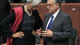 A diretora-geral do FMI Christine Lagarde e o premiê grego Lucas Papademos.
