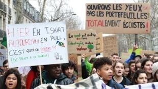 Manifestation contre l'inaction face au changement climatique, le 1er mars 2019 à Paris.