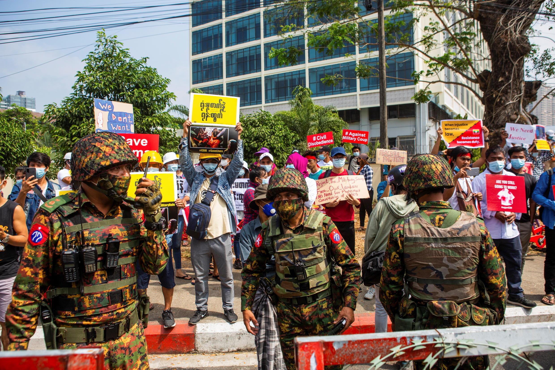 2021-02-15T061614Z_1371292007_RC2USL9ZBG97_RTRMADP_3_MYANMAR-POLITICS
