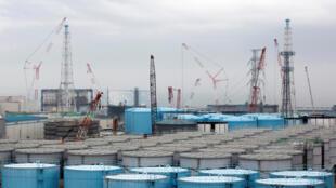 Các thùng chứa nước nhiễm xạ lưu trữ tại khu vực nhà máy điện hạt nhân Nhật Bản Fukushima (Ảnh ngày 23/02/2017)