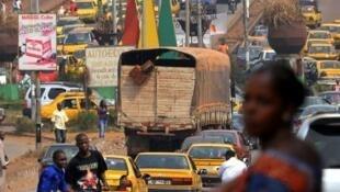 Dans une rue de Conakry (Photo d'illlustration)