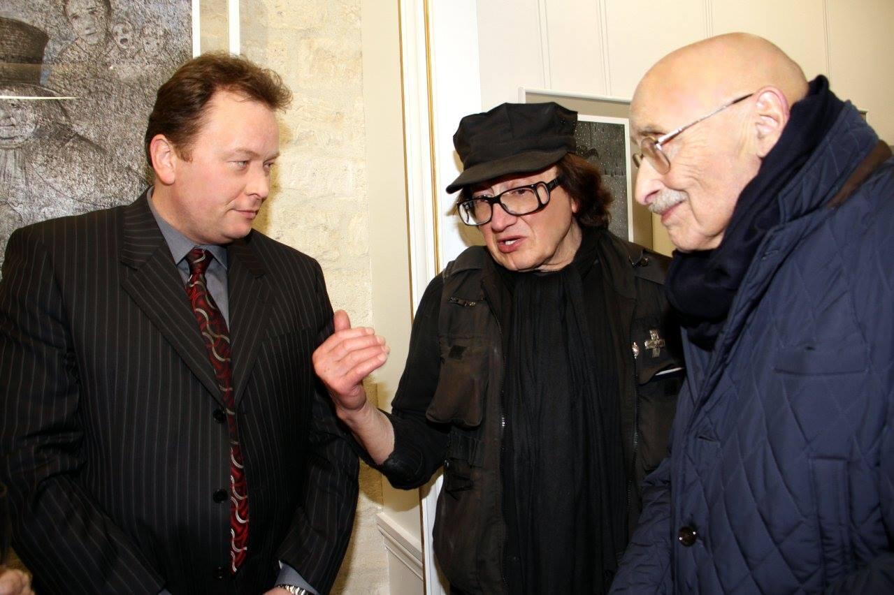 Михаил Шемякин (в центре) и Оскар Рабин (справа) на вернисаже Михаила Шемякина в I-Gallery.Intelligence, декабрь 2017 года