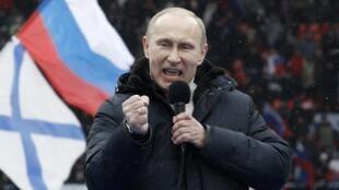 Ứng viên tổng thống Nga Vladimir Putin phát biểu trong cuộc mít tinh ở sân vận động Loujniki, Matxcơva, 23/02/2012