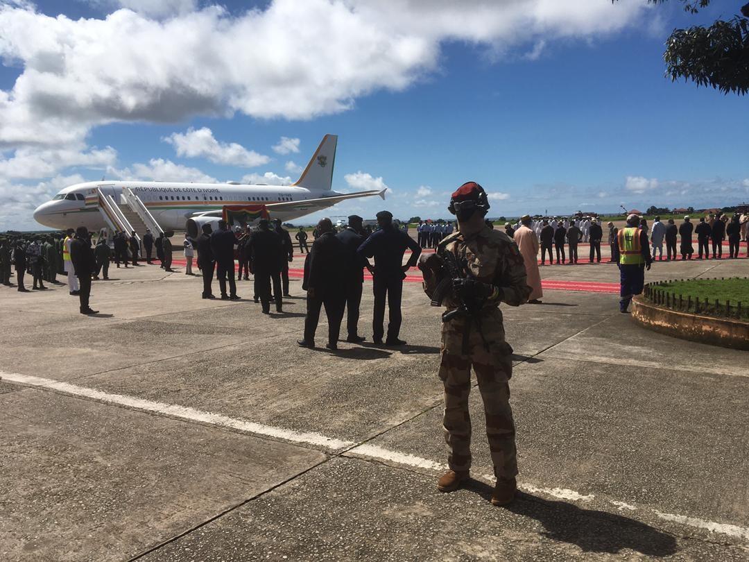 IMAGE Arrivée de l'avion de la délégation ivoirienne à l'aéroport de Conakry, Guinée, le 17 septembre 2021.