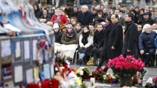 François Hollande, Manuel Valls et Anne Hidalgo étaient présents, le 10 janvier 2016, lors de l'hommage aux victimes de la tuerie de Charlie Hebdo.