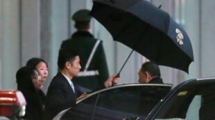 O emissário norte-coreano Kim Yong Chol, fotografado nesta Quinta-feira, no aeroporto de Pequim, donde partiu para Washington.
