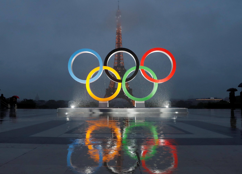 Mnara maarufu wa Paris ukiwa umepambwa na nembo za Olimpiki kuashiria kuwa mwenyeji wa michezo ya mwaka 2024