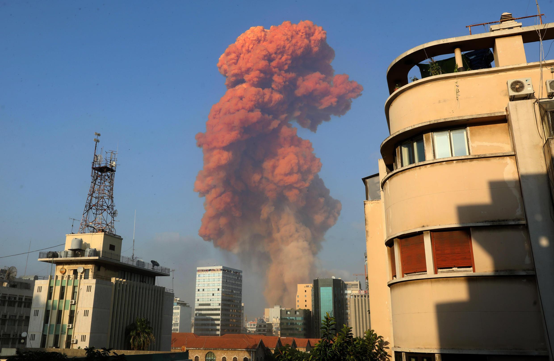 Explosão em Beirute na tarde desta segunda-feira.