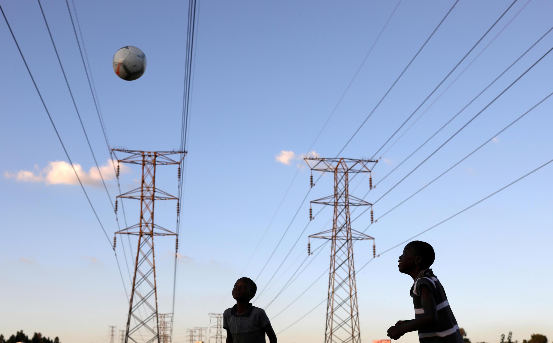 2月20日南非索韋托,遊戲的男孩