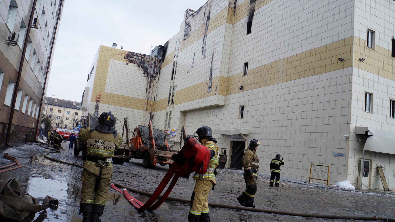 Пожар в торговом центре начался 25 марта около 16:00. Потушить его удалось лишь через 19 часов.