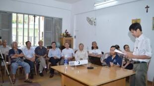 Nhà báo Phạm Chí Dũng, Chủ tịch Hội Nhà báo Độc lập Việt Nam trong buổi họp các thành viên ngày 03/04/2014 tại Saigon.