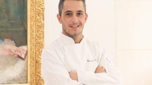 """Ricardo Lúcio, """"chef"""" de cozinha do Hotel de Sers, em Paris."""