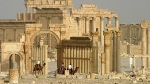 Colunas e o antigo Templo de Bel na histórica cidade de Palmira, Síria. 11 de junho, de 2009.