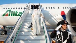 Maurice, nouvelle étape de la tournée du pape François en Afrique australe et dans l'Océan indien: après le Mozambique et Madagascar, le pape fait escale ce lundi 9 septembre à Maurice où il célèbre une messe à la mi-journée.