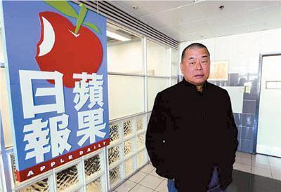 香港商人黎智英担任主席的壹传媒集团,在香港和台湾分别拥有多个媒体,除了台湾壹电视之外,还包括苹果日报香港版和台湾版、壹周刊香港版和台湾版、免费报爽报香港版和台湾版,以及其他多份刊物