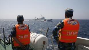 Cảnh sát biển Việt Nam theo dõi tàu Trung Quốc vào cách bờ biển Việt Nam 130 hải lý. Ảnh chụp ngày 15/05/2014.