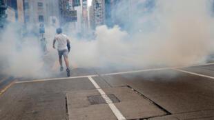 2020-05-24T085752Z_2038414879_RC2WUG9E0R6Z_RTRMADP_3_HONGKONG-PROTESTS