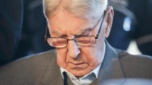 """""""Auschwitz foi um pesadelo. Queria nunca ter estado ali"""", disse o ex-policial durante julgamento na Alemanha."""