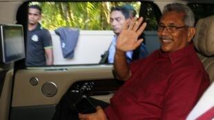 斯里蘭卡新總統戈塔巴耶-拉賈帕克薩Gotabaya Rajapaksa向支持者致意2019年11月17日科倫坡