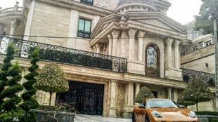 طبقه تجمل پرست و ثروتمندی در ایران پدید آمده است که زندگی بسیار لوکس آن دور از تصور سایر افراد جامعه است.
