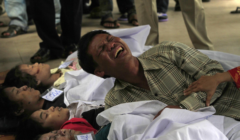 Mais de 300 pessoas morreram pisoteadas nesta segunda-feira na capital cambojana, em Phnon Pen no terceiro e último dia da festa das Águas.
