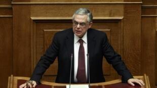 Le Premier ministre grec Lucas Papademos au Parlement le 12 février 2012.