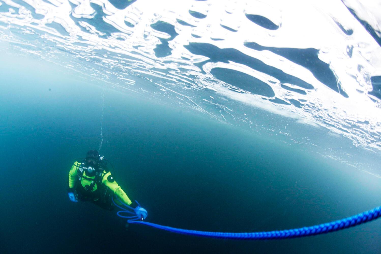 En plongée sous la glace -  Expédition Under the Pole