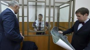 Phi công Ukraina Savchenko và hai luật sư của cô ngày 03/03/2016.