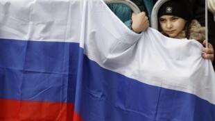 Manifestação pró-Rússia em Simferopol, na Ucrânia, no domingo (9/3/14).
